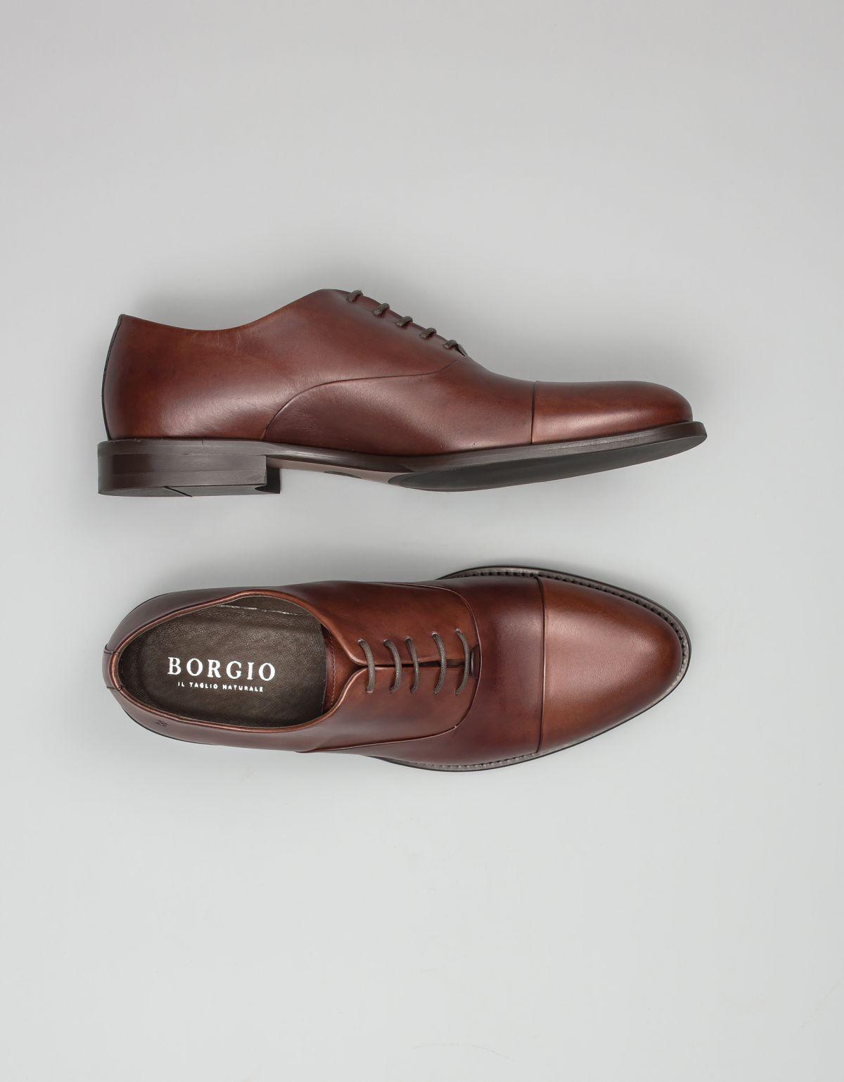 Jasnobrązowe monki - propozycja butów do granatowego garnituru