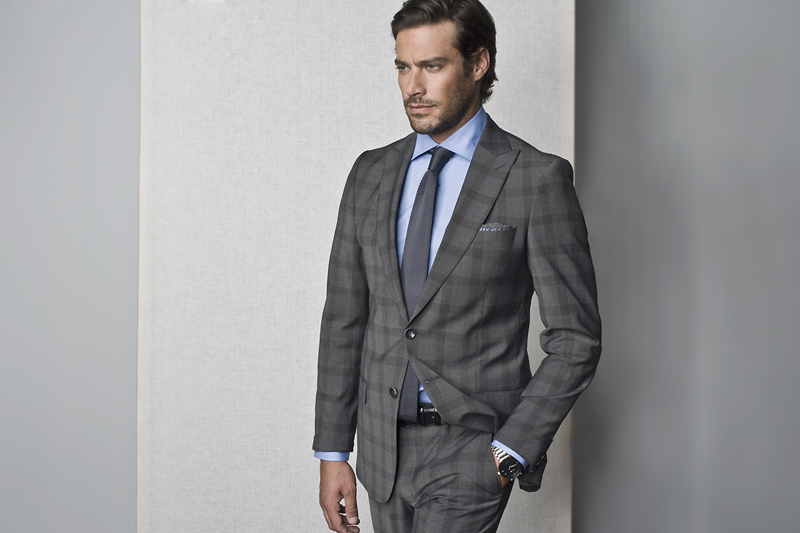Jak się ubrać na rozmowę kwalifikacyjną jako mężczyzna - przykładowa stylizacja z garniturem