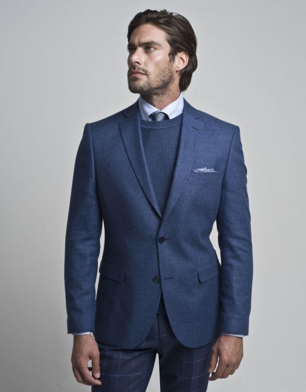 nieformalny strój na wigilię firmową mężczyzna